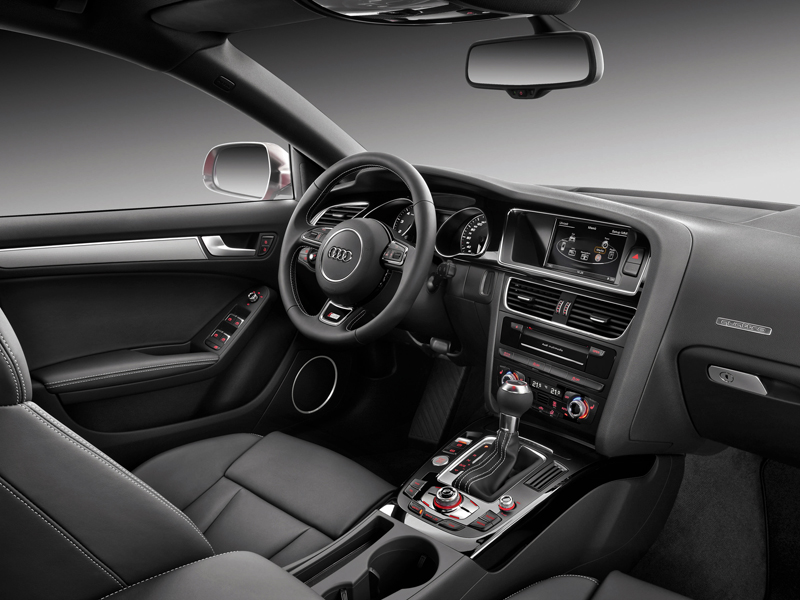 Audi S5 Coupe 2011 года фото салона